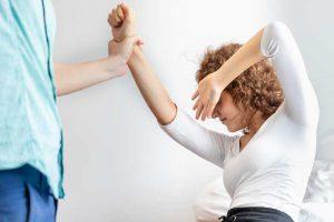 אלימות בן זוג